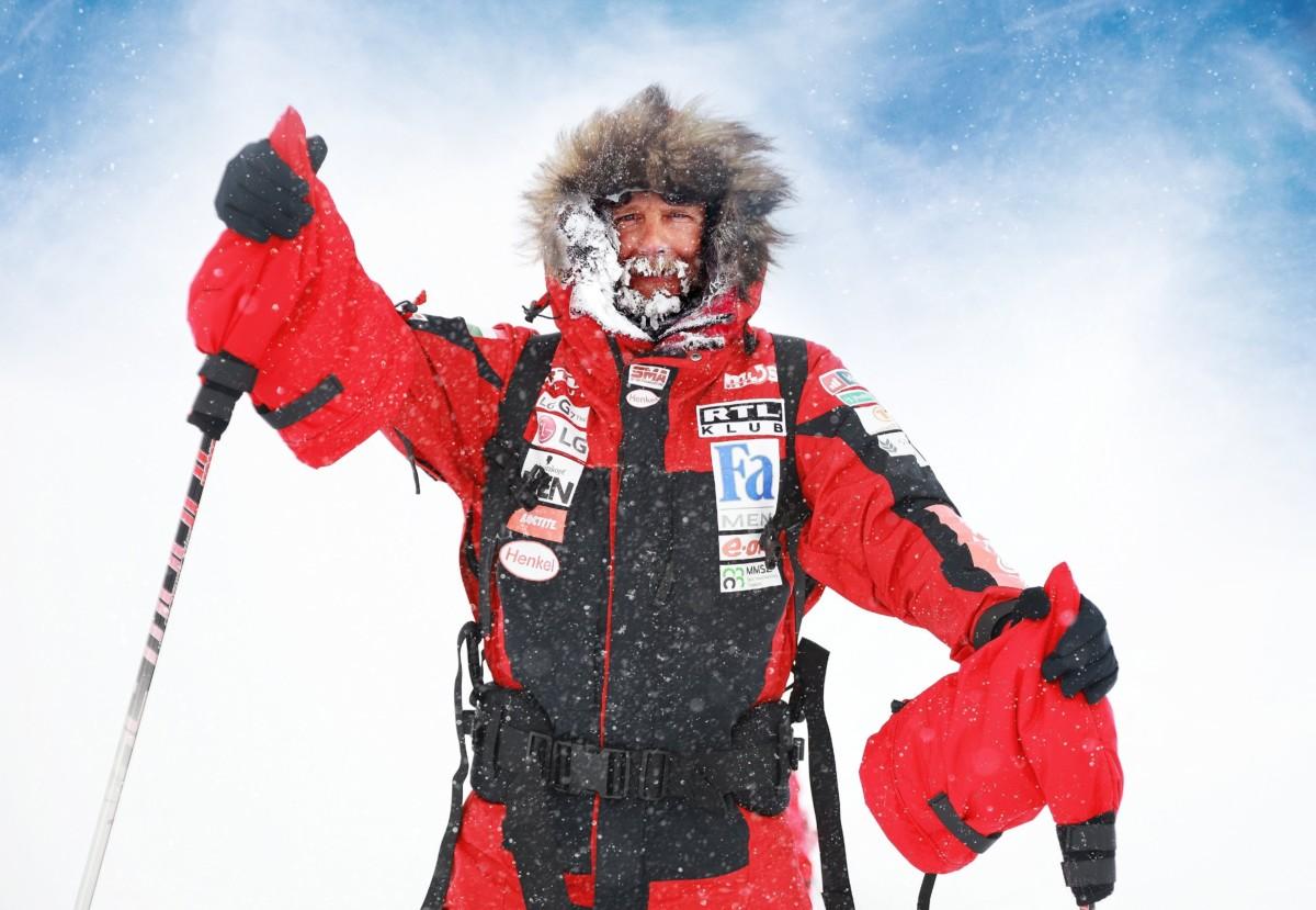 2018. november 22-én készült kép Rakonczay Gáborról, aki 2019. január 7-én első magyarként, a szárazföld, vagyis az Antarktisz partjáról indulva elérte a Déli-sarkot. Az extrém sportoló 44 nap és 4 óra alatt teljesítette a 917 kilométeres távot egy 94 kilós szánt húzva maga után.