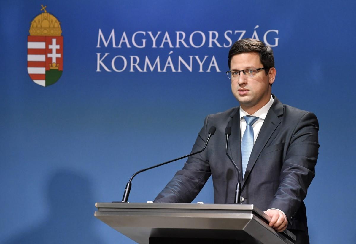 Gulyás Gergely Miniszterelnökséget vezető miniszter a Hollik István kormányszóvivővel közösen tartott Kormányinfó sajtótájékoztatón a Miniszterelnöki Kabinetiroda sajtótermében 2019. január 24-én.