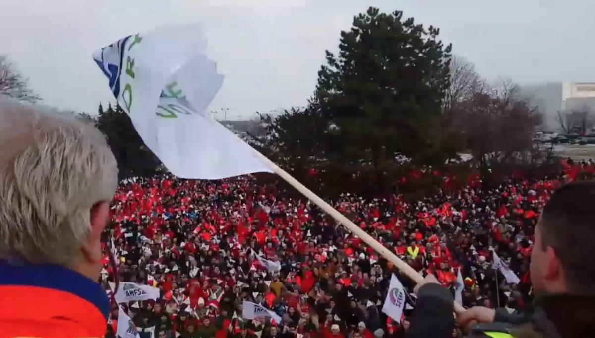 Már 9 ezren sztrájkolnak a győri Audinál