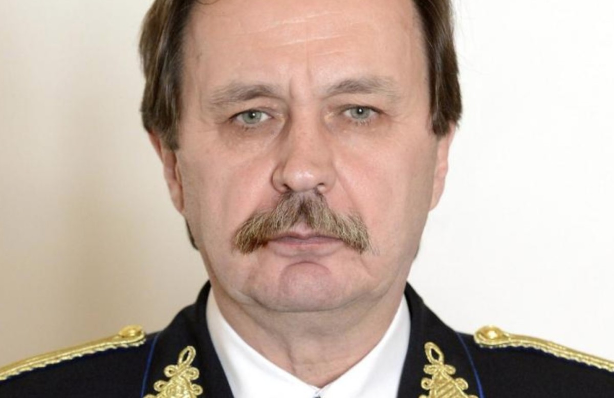 Bezsenyi Mihály rendőr dandártábornok, a Készenléti Rendőrség Nemzeti Nyomozó Iroda igazgatója a tábornoki előléptetési és kinevezési okiratok ünnepélyes átadásán 2015. március 9-én.