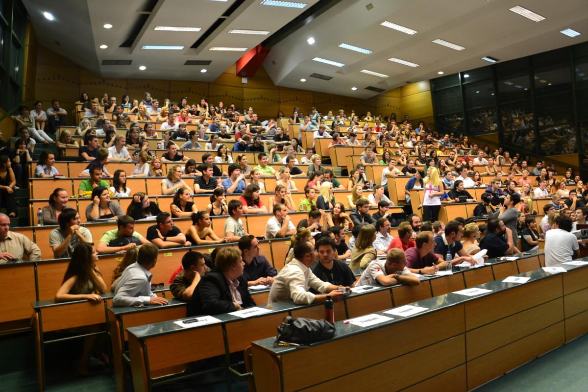 Leépítés az ELTE-n: 50-70 oktatót is elküldhetnek