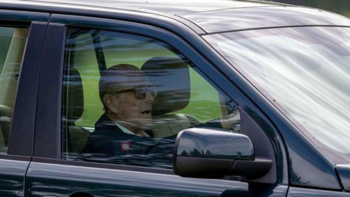 Balesete után két nappal ismét szabálytalankodott a 98 éves Fülöp herceg