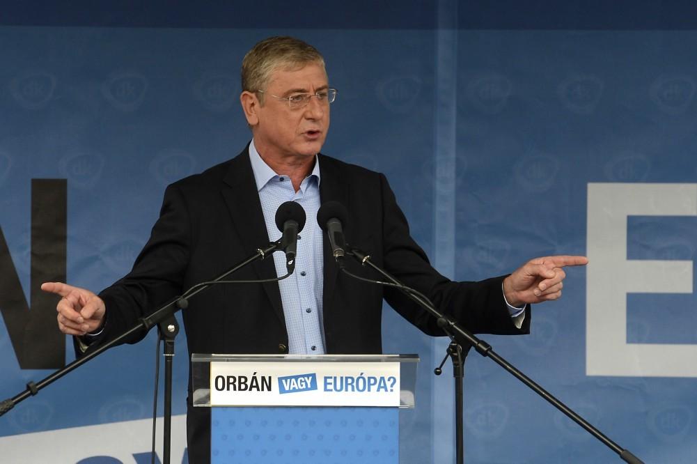 """Orbánnak üzent Gyurcsány: """"Ez a pökhendi kisember egyszer még futni fog"""""""