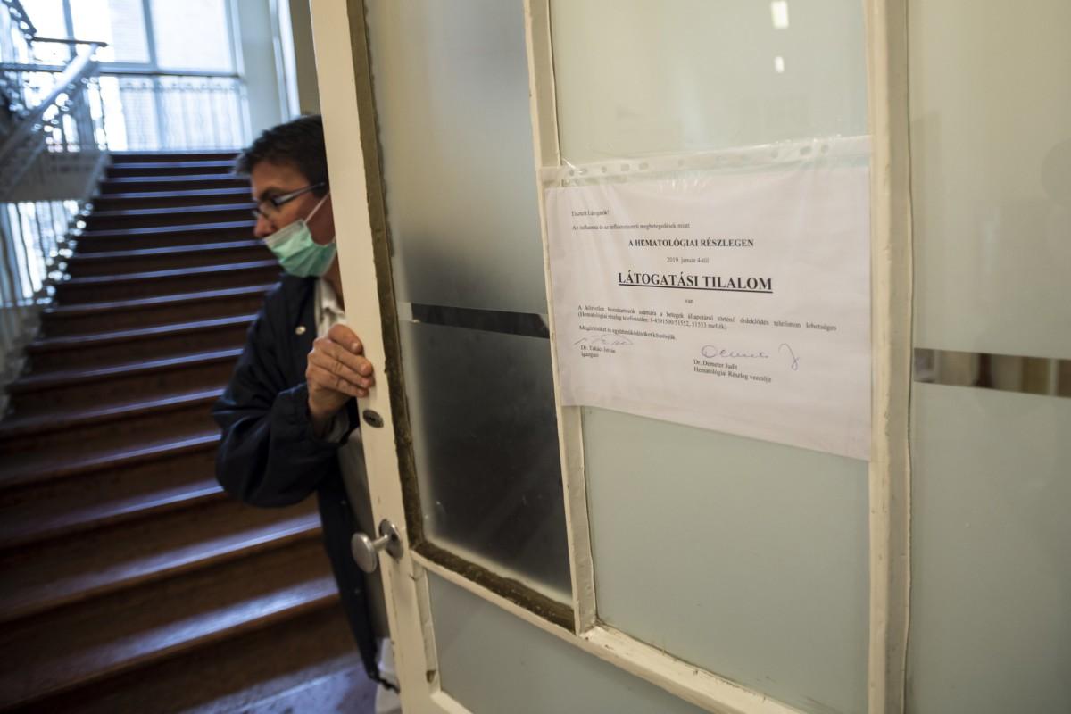 Látogatási tilalomról szóló tájékoztató a budapesti Semmelweis Egyetem I. Sz. Belgyógyászati Klinika Hematológiai Részlegén 2019. január 15-én.
