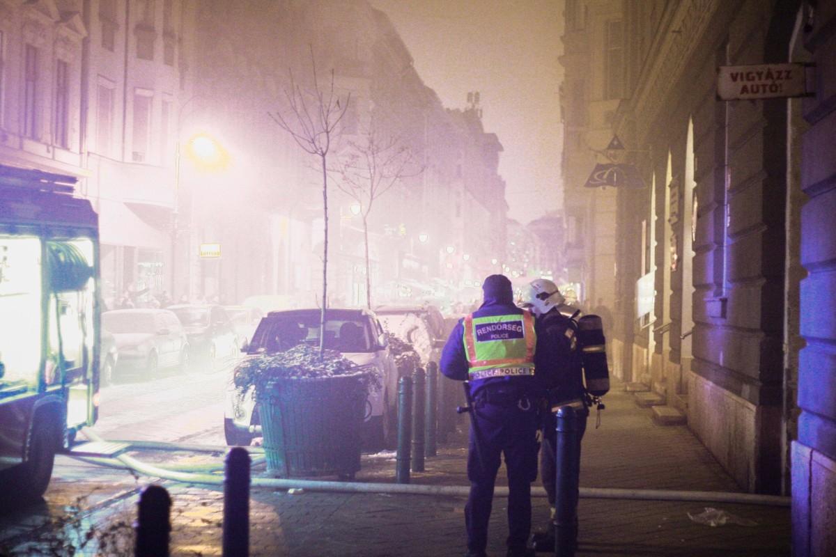 Egy középkorú férfi halhatott meg az éjszakai budapesti kollégiumi tűzben