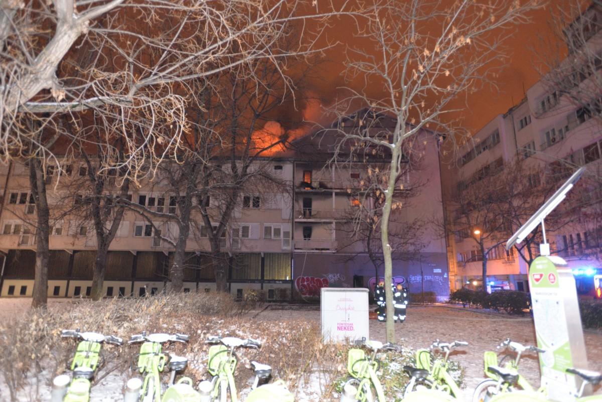 Kollégium égő épülete Budapest IX. kerületében, a Markusovszky téren 2019. január 23.