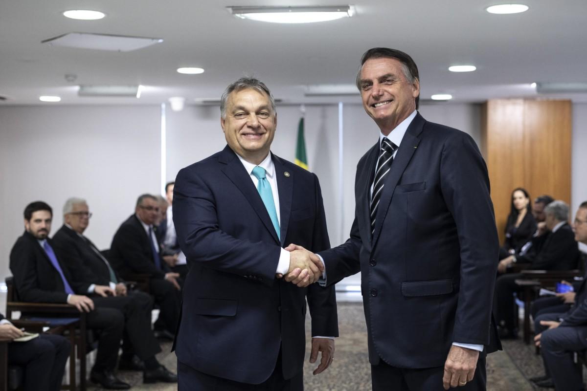 A Miniszterelnöki Sajtóiroda által közreadott képen Orbán Viktor miniszterelnök (b) brazíliai munkalátogatása keretében megbeszélést folytatott Jair Bolsonaro államfővel Brazíliavárosban 2019. január 2-án.