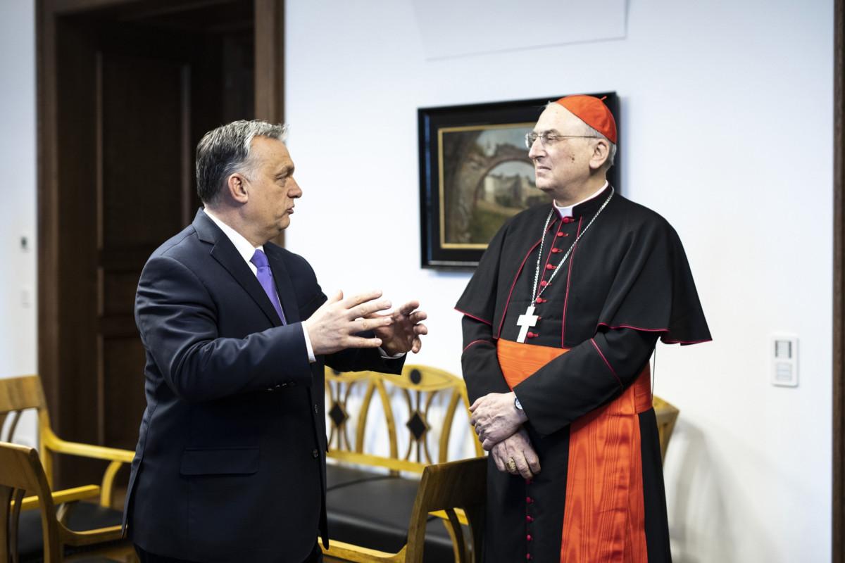 A Miniszterelnöki Sajtóiroda által közreadott képen Orbán Viktor miniszterelnök és Mario Zenari nuncius a miniszterelnök hivatalában, a Karmelita kolostorban Budapesten 2019. január 22-én.
