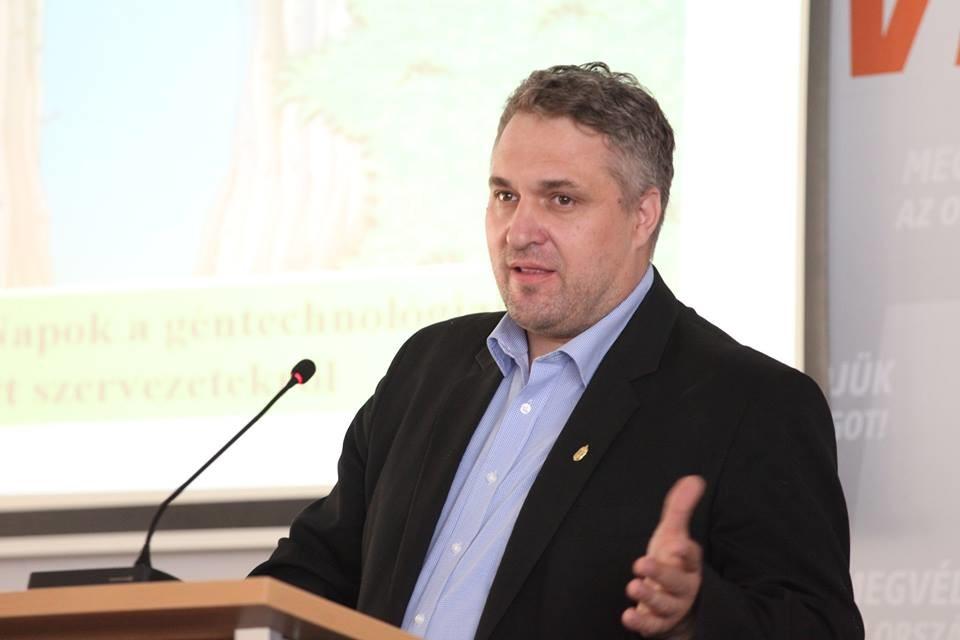 Az LMP-s Sallai szerint Orbánéknál is kínosabb az ellenzék viselkedése