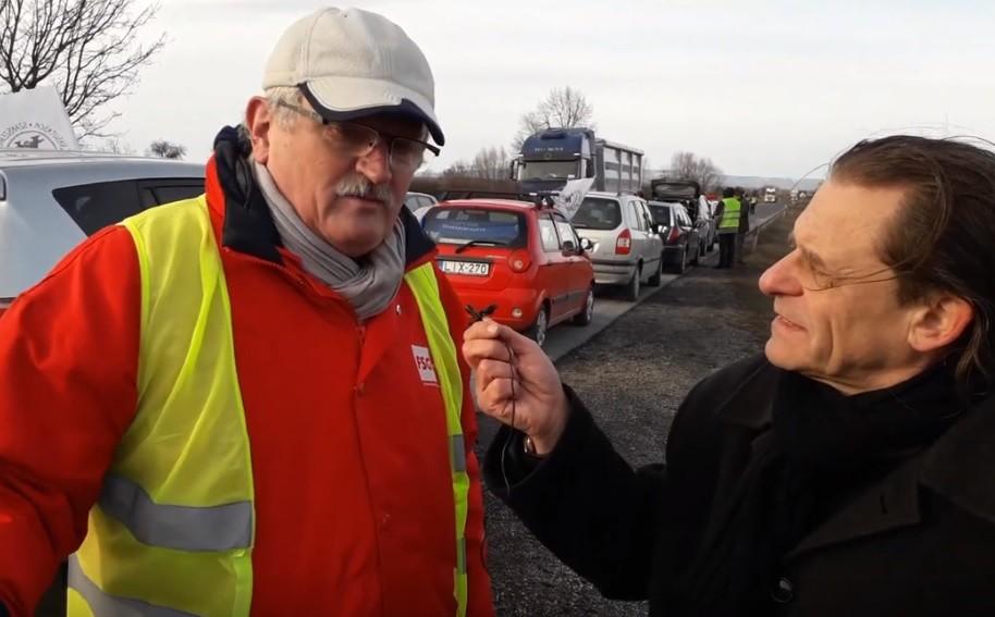 Kilométeres torlódás – beindult a szakszervezeti forgalomlassítás Szombathelynél