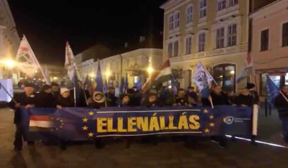 Tüntettek Orbánék ellen Székesfehérváron
