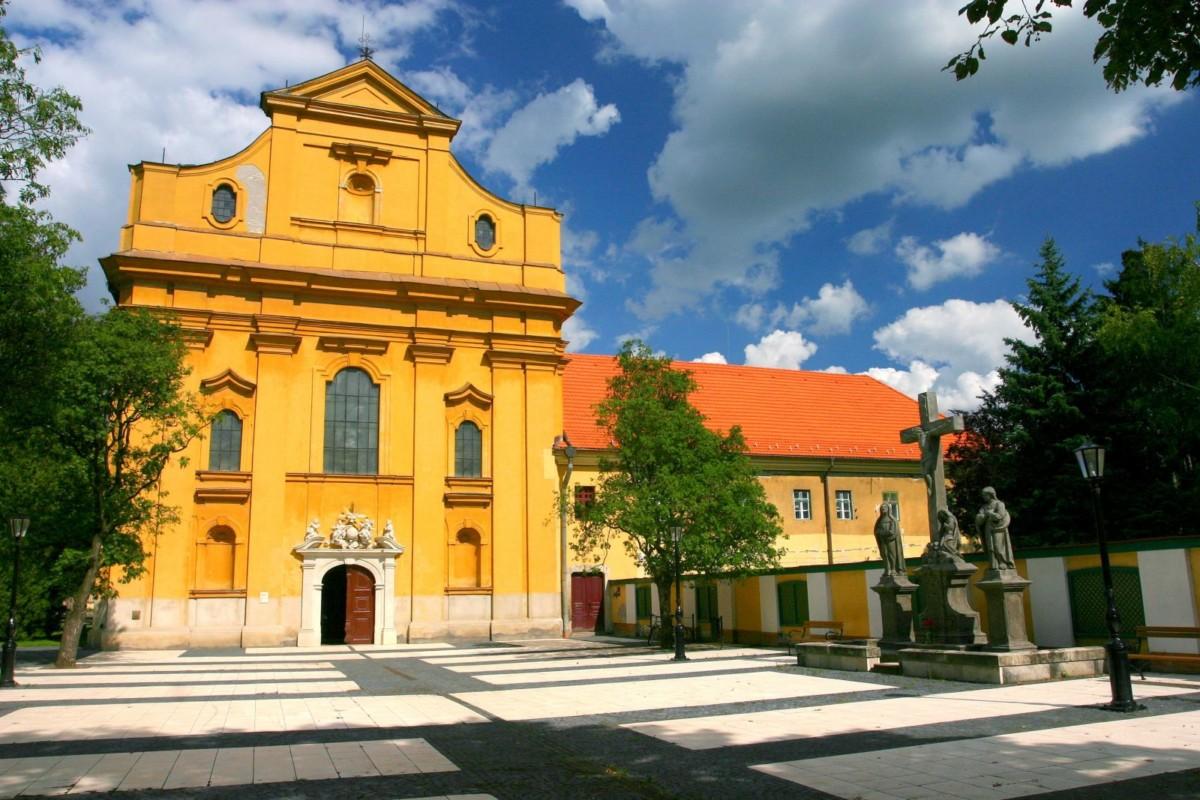 A Belvárosi Szentháromság-templom Szolnokon.