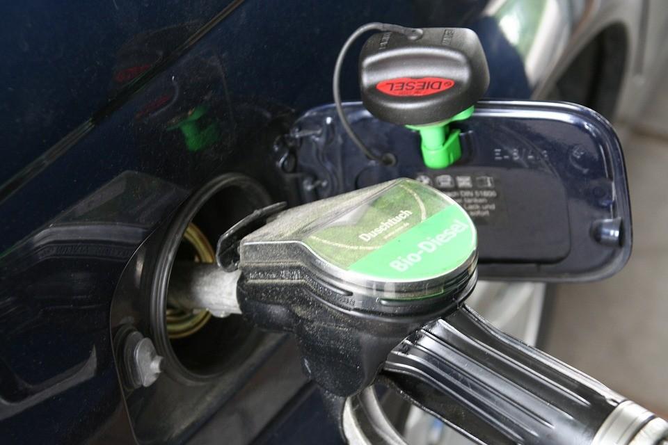Nagyot változnak az üzemanyagárak szerdán