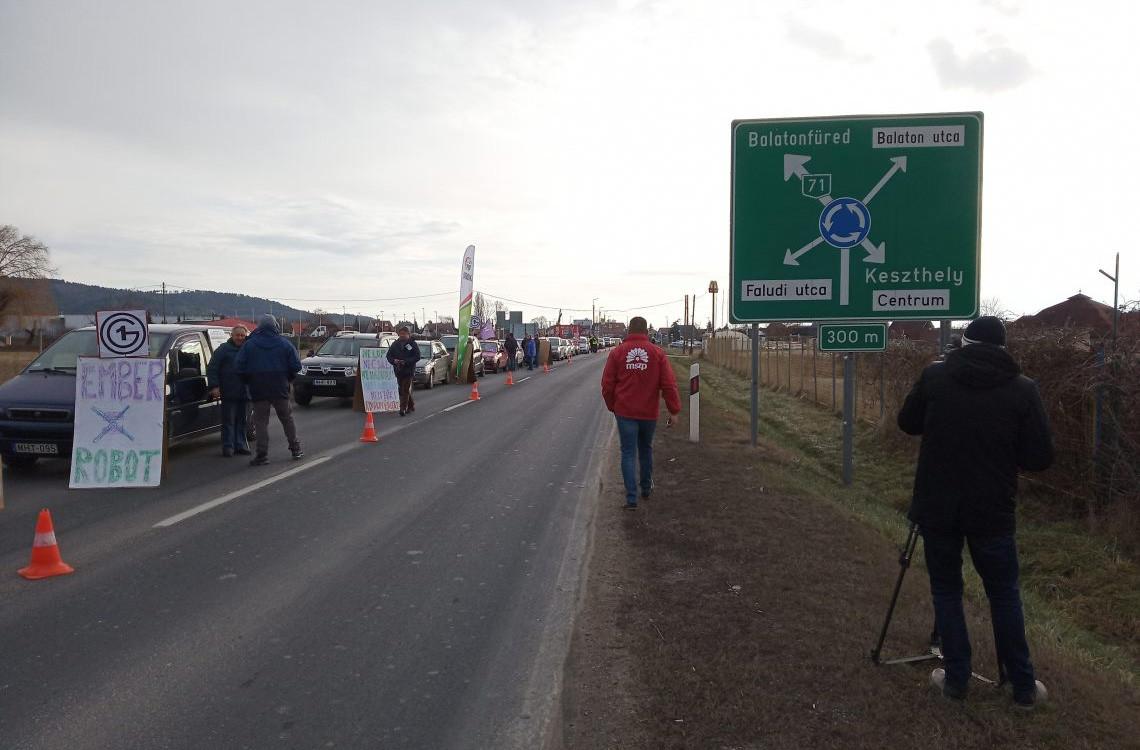 Félpályás útlezárás Keszthelynél 2019. január 19-én.