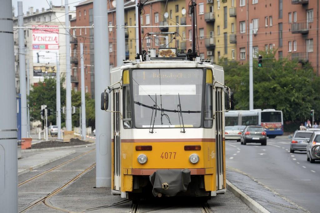 Halálra gázolt egy férfit az 1-es villamos Budapesten