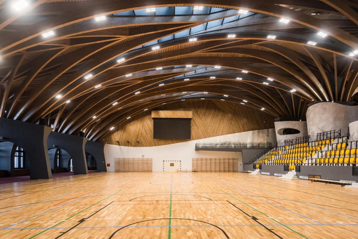 Fotókon a 6 milliárdból épült Makovecz-stílusú felcsúti sportcsarnok
