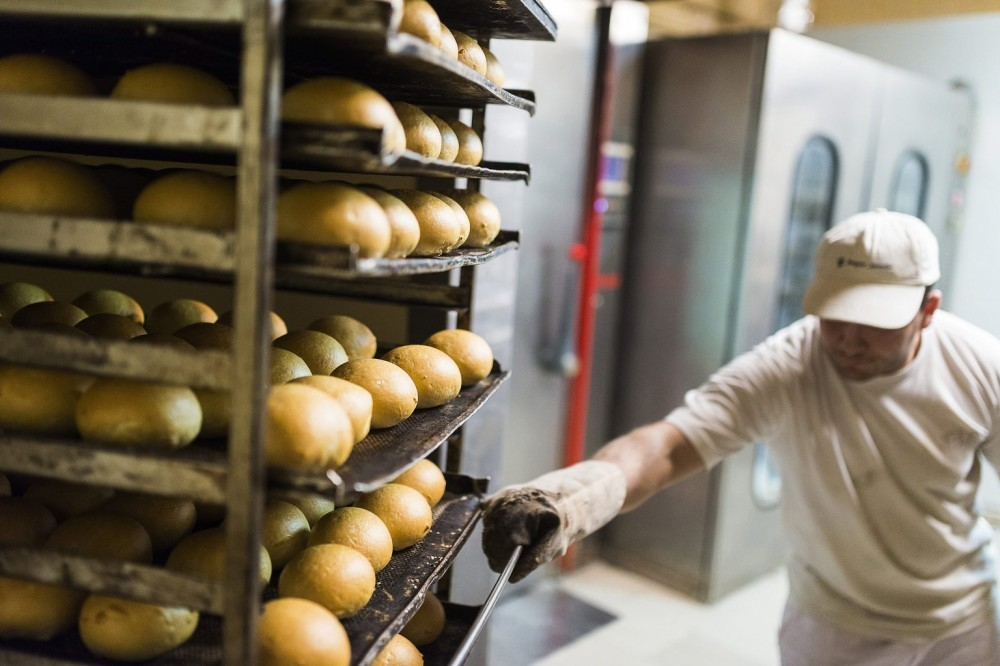 Nagyot drágult a kenyér, veri a nyugdíjas infláció a nyugdíjemelést