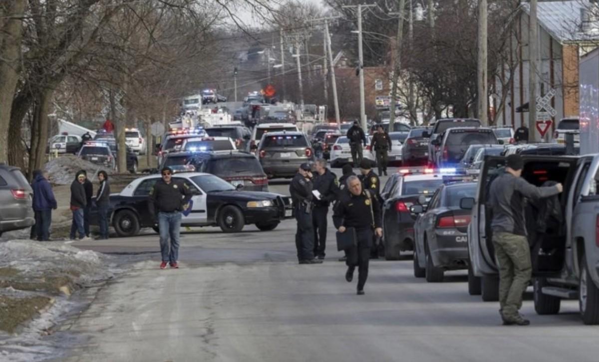 Öt ember meghalt egy lövöldözésben Chicago mellett