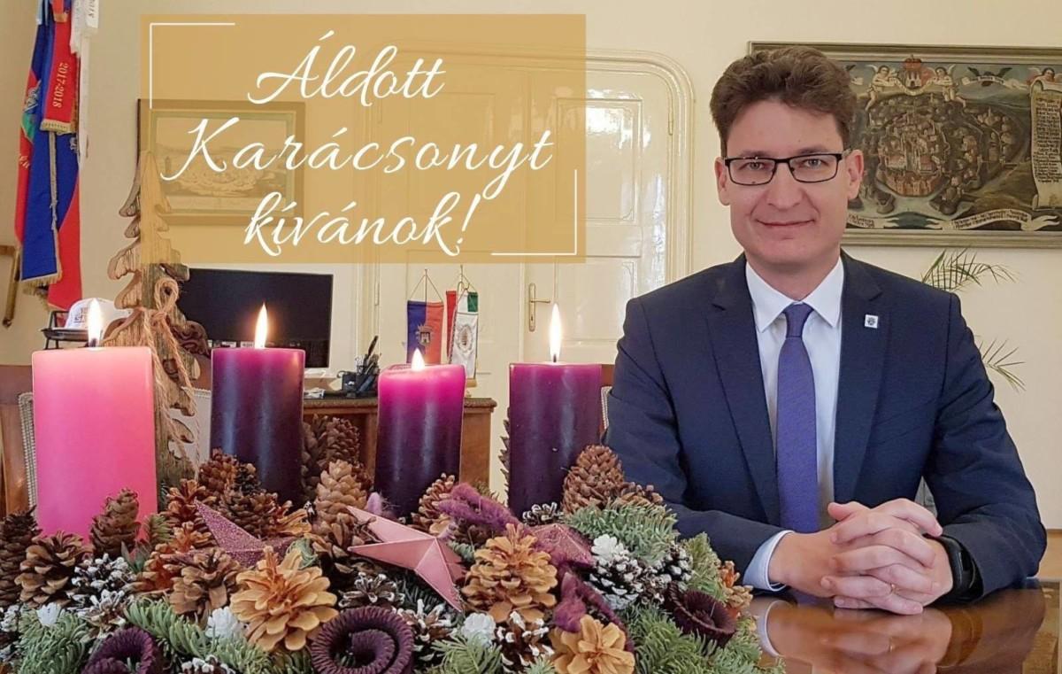 Minden fehérvári idősnek ad egy ötezrest Cser-Palkovics András
