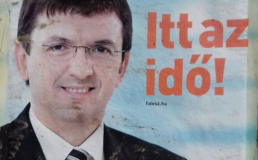 """Domokos László, az Állami Számvevőszék """"független"""" elnöke egy korábbi fideszes választási plakáton."""