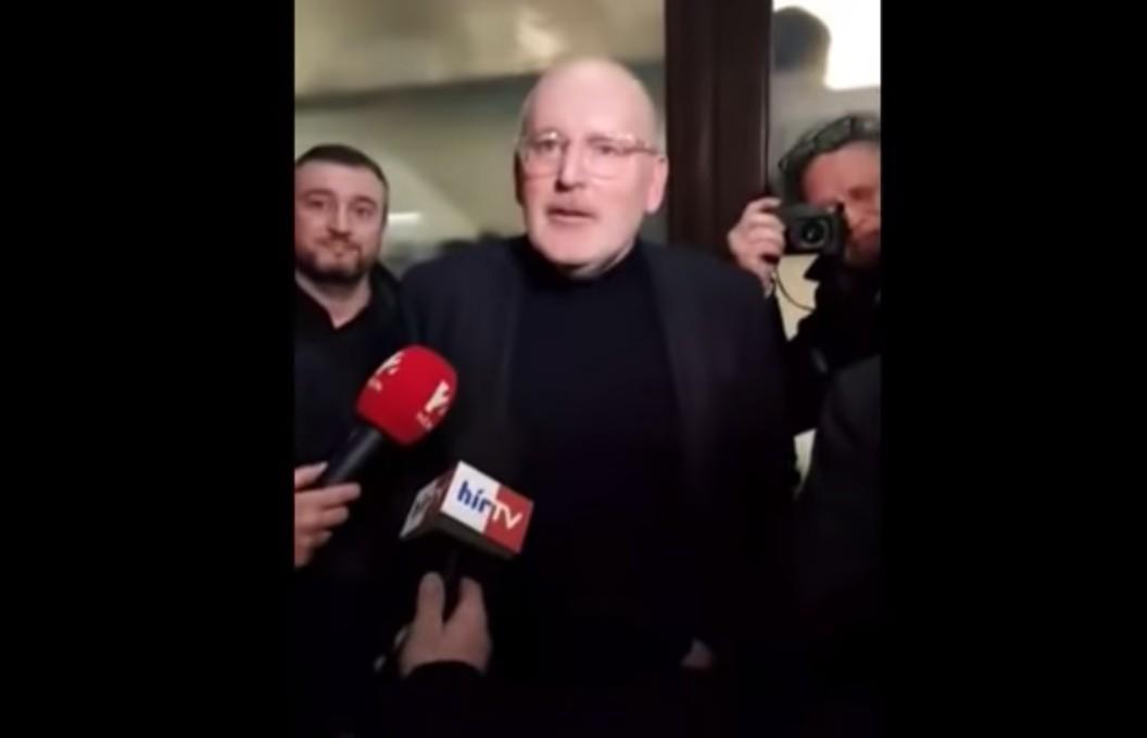 """""""No Fidesz, I am the people!"""" – Angolul is terjed már a jobboldali morális fölény"""