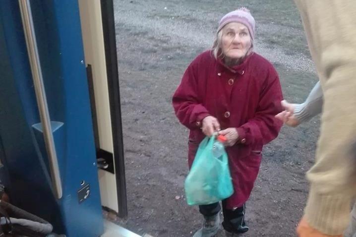 Utasok vettek jegyet egy 74 éves nőnek, miután a kalauz szívózni kezdett vele a tápiógyörgyei vonaton
