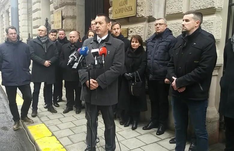Néhány héten beül megszűnhet a Jobbik