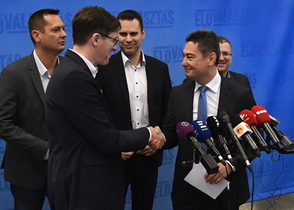 A baloldali pártok, az MSZP, a Demokratikus Koalíció (DK), a Párbeszéd és a Szolidaritás fővárosi előválasztásának győztese, Karácsony Gergely, a Párbeszéd főpolgármester-jelöltje (b) és Horváth Csaba, az MSZP főpolgármester-jelöltje (j) a Villányi úti Konferenciaközpontban tartott sajtótájékoztatón 2019. február 3-án.