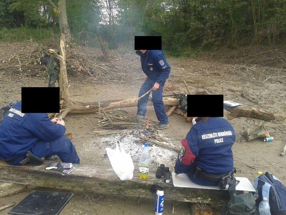 Készenléti rendőrök a szerb-magyar határnál.