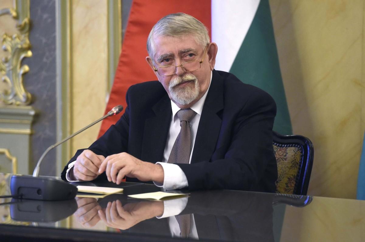 Kásler Miklós, az emberi erőforrások minisztere a magyar ápolók napja alkalmából tartott sajtótájékoztatón a minisztériumban 2019. február 18-án.