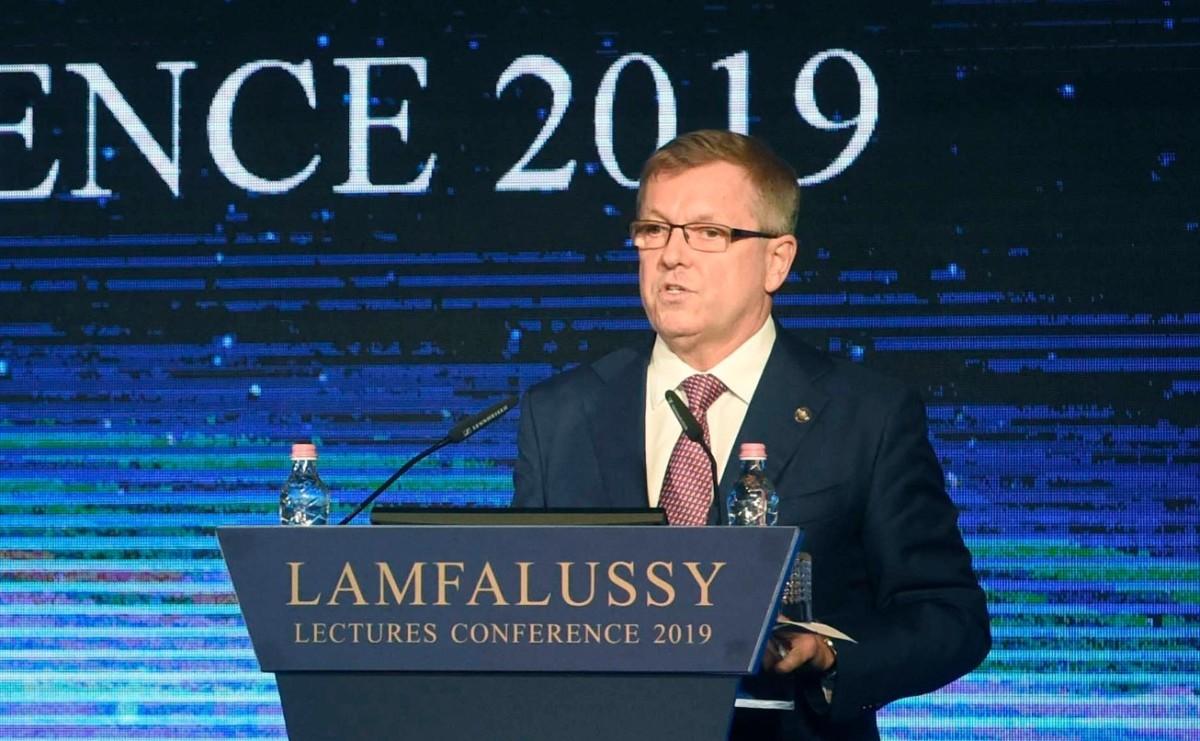Matolcsy György, a Magyar Nemzeti Bank (MNB) elnöke beszédet mond a Lámfalussy-konferencián a Budapest Marriott Hotelben 2019. február 4-én.