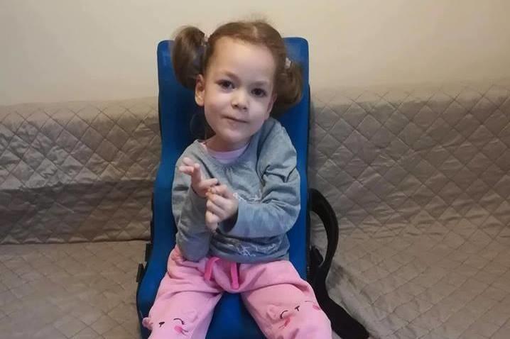 57 millió forint gyűlt össze a 6 éves Noémi kezelésére, miután nem vesz neki gyógyszert az egészségbiztosító