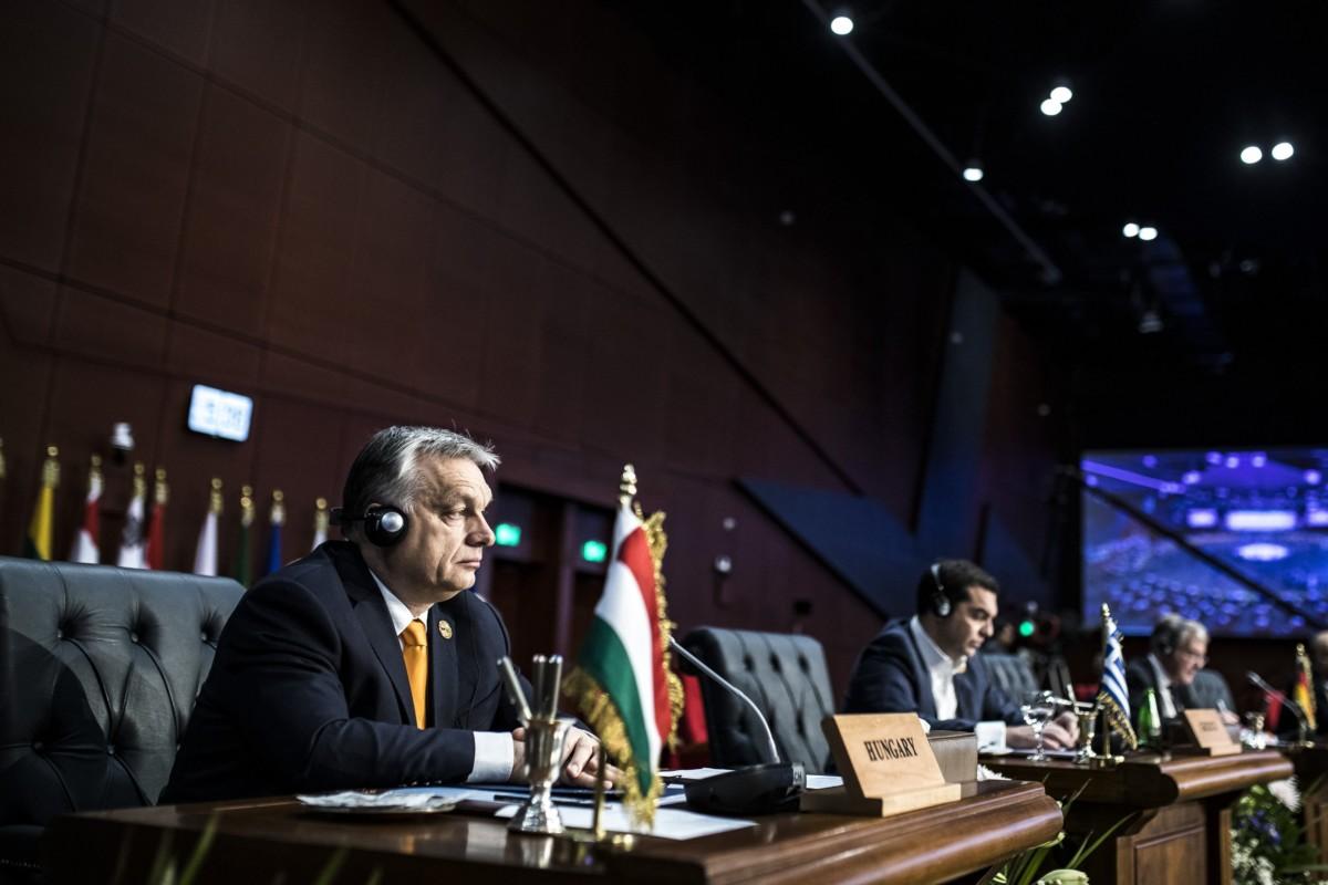 A Miniszterelnöki Sajtóiroda által közreadott képen Orbán Viktor miniszterelnök (b) az Európai Unió és az Arab Liga első alkalommal megrendezett csúcstalálkozóján az egyiptomi Sarm-es-Sejkben 2019. február 24-én.