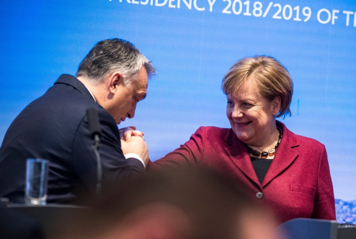 Orbán Viktor miniszterelnök és Angela Merkel német kancellár a visegrádi országok és Németország csúcstalálkozóján tartott sajtótájékoztatón Pozsonyban 2019. február 7-én.