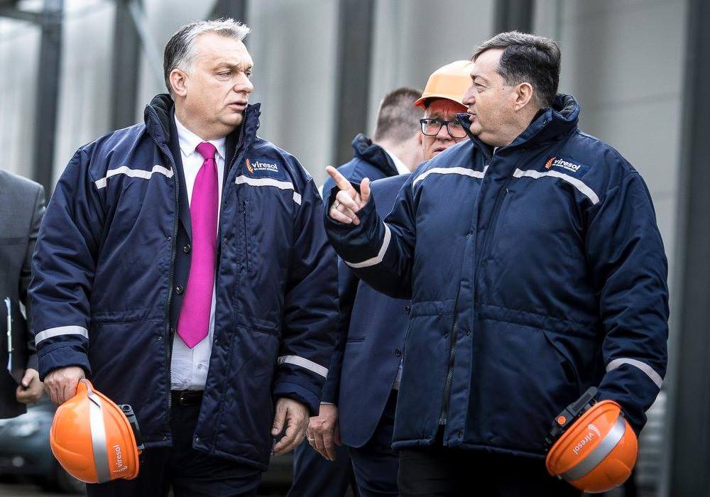 Orbán Viktor a Mészáros Lőrinc érdekeltségébe tartozó visontai búzafeldolgozó átadásán 2019. február 11-én.