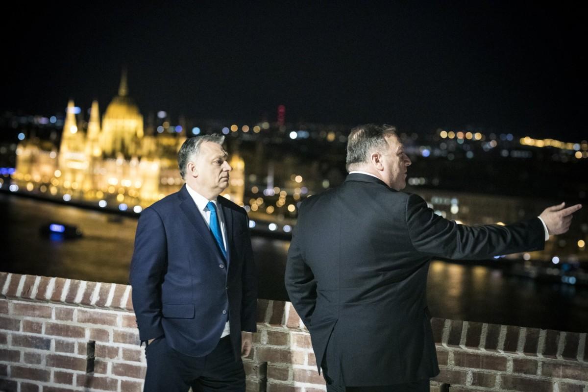 A Miniszterelnöki Sajtóiroda által közreadott képen Orbán Viktor miniszterelnök (b) fogadja Mike Pompeo amerikai külügyminisztert hivatalában, a Karmelita kolostorban 2019. február 11-én.