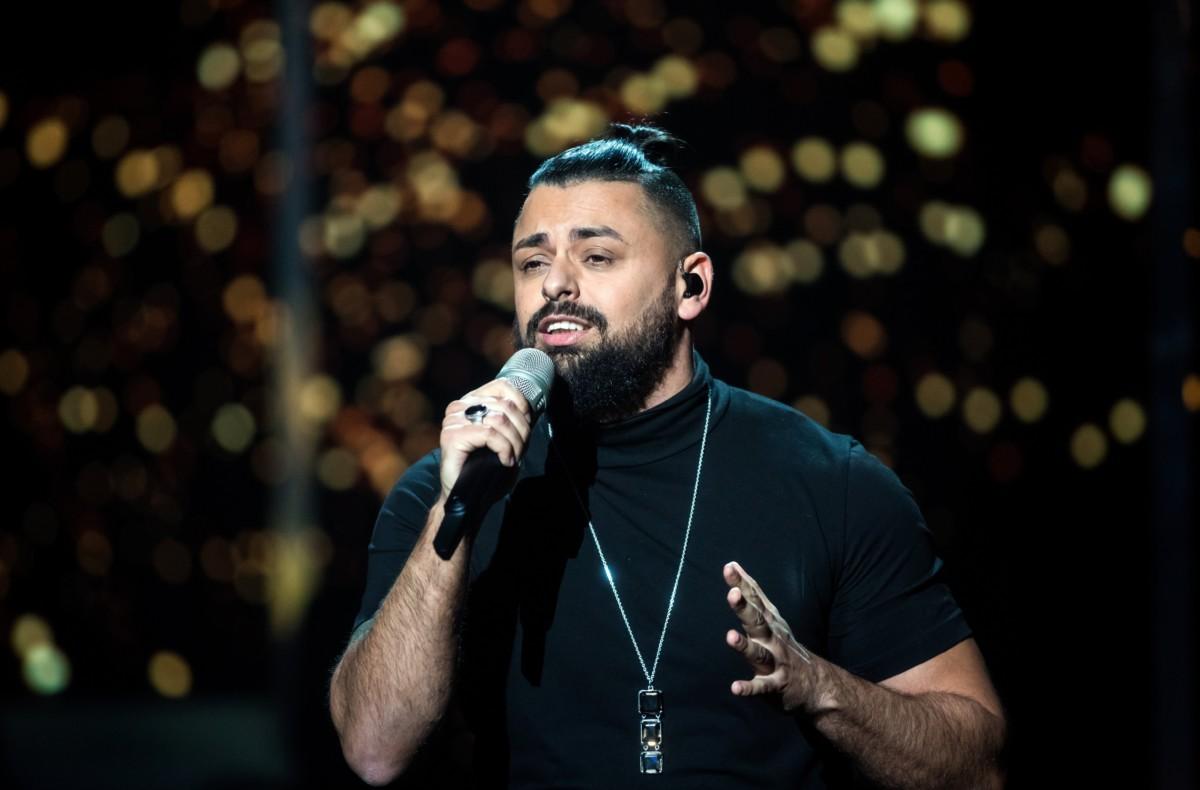 Pápai Joci énekli a győztes Az én apám című dalt  A Dal 2019 televíziós versenyen a Médiaszolgáltatás-támogató és Vagyonkezelő Alap (MTVA) óbudai stúdiójában 2019. február 23-án.