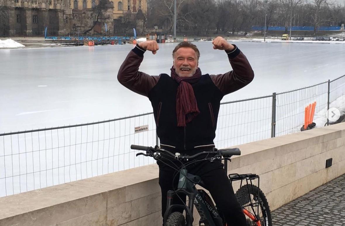 Arnold Schwarzenegger a Városligetben bringázott