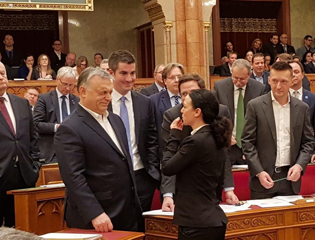 Látványos akcióval készül az ellenzék az első parlamenti munkanapra