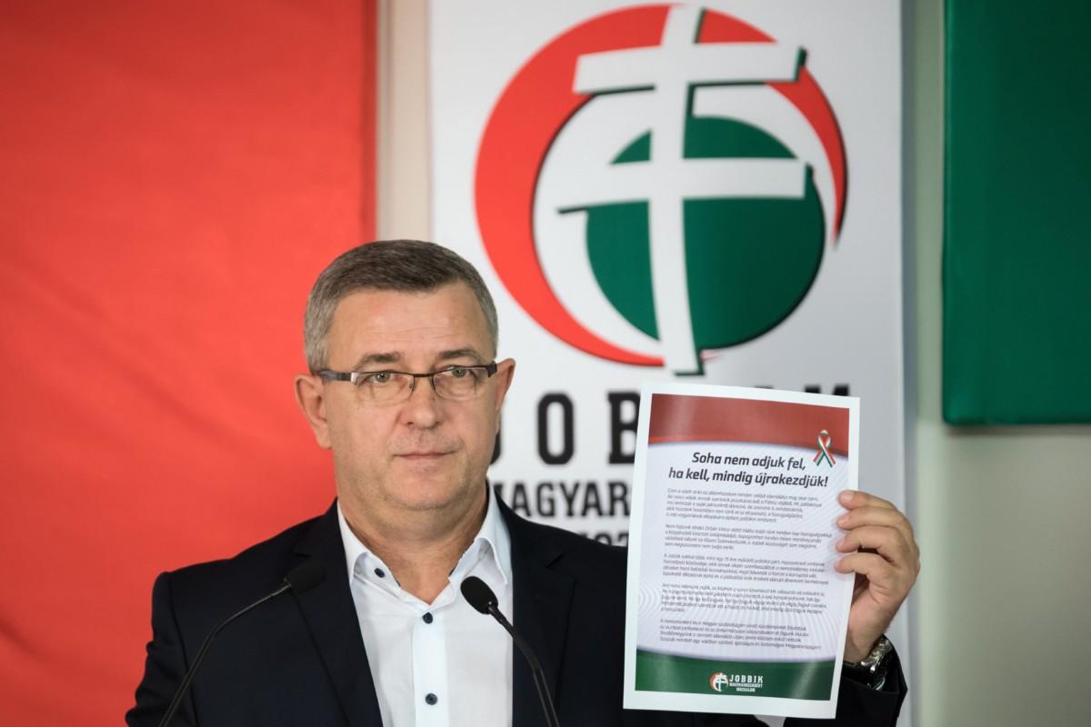 Szilágyi György, a Jobbik szóvivője, parlamenti frakcióvezető-helyettes a párt rendkívüli kongresszusa után tartott sajtótájékoztatón az Országgyűlés Irodaházában 2019. február 23-án.
