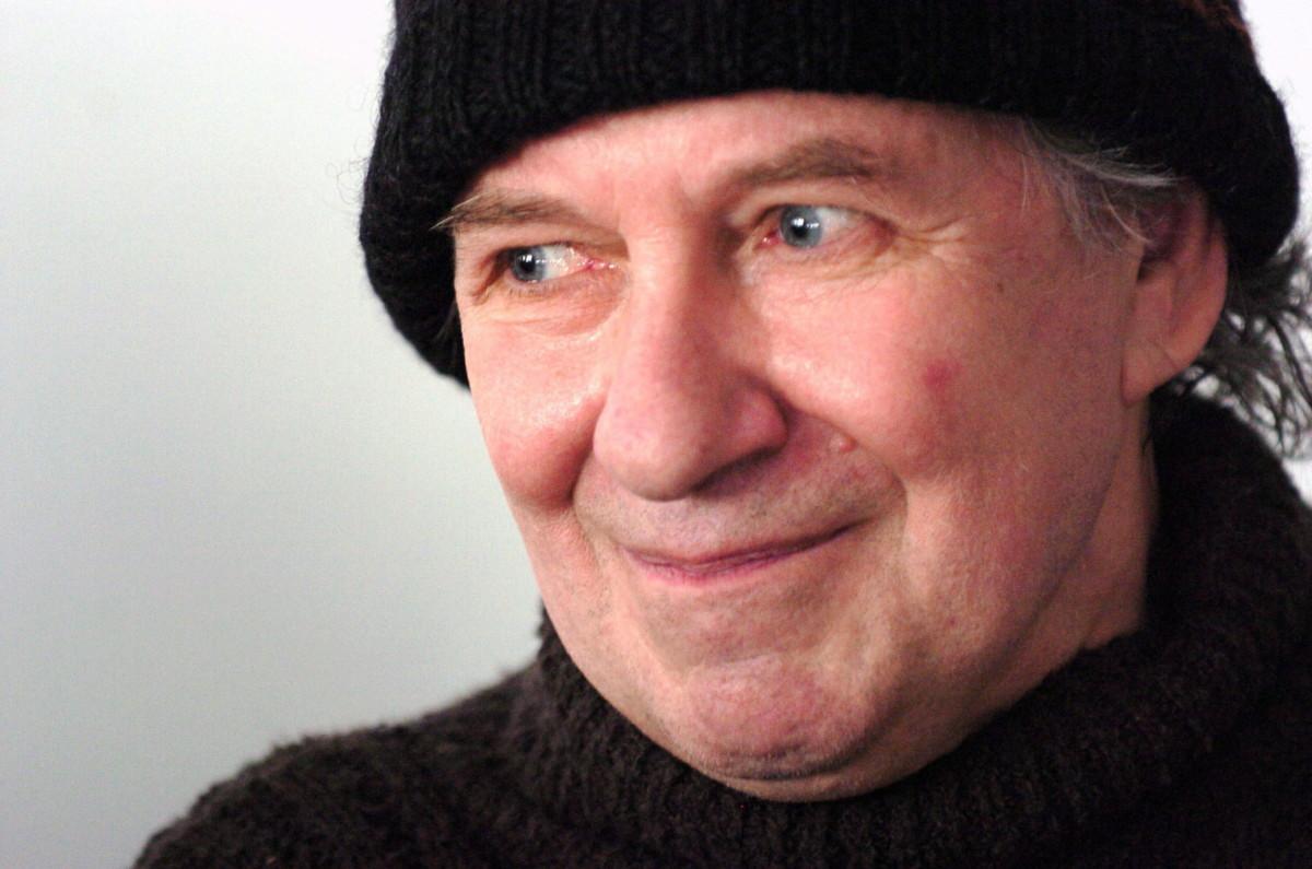 Tandori Dezső költő, író, műfordító, kritikus, irodalomtörténész, rajzoló, miután 2007-ben a német-magyar irodalmi kapcsolatok terén kifejtett kiemelkedő munkássága elismeréséül átvette a Goethe-érmet Budapesten.