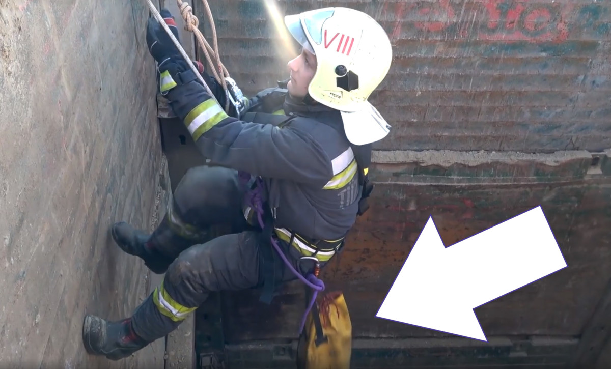 Tíz méter mély gödörbe esett macskát mentettek a tűzoltók Budapesten