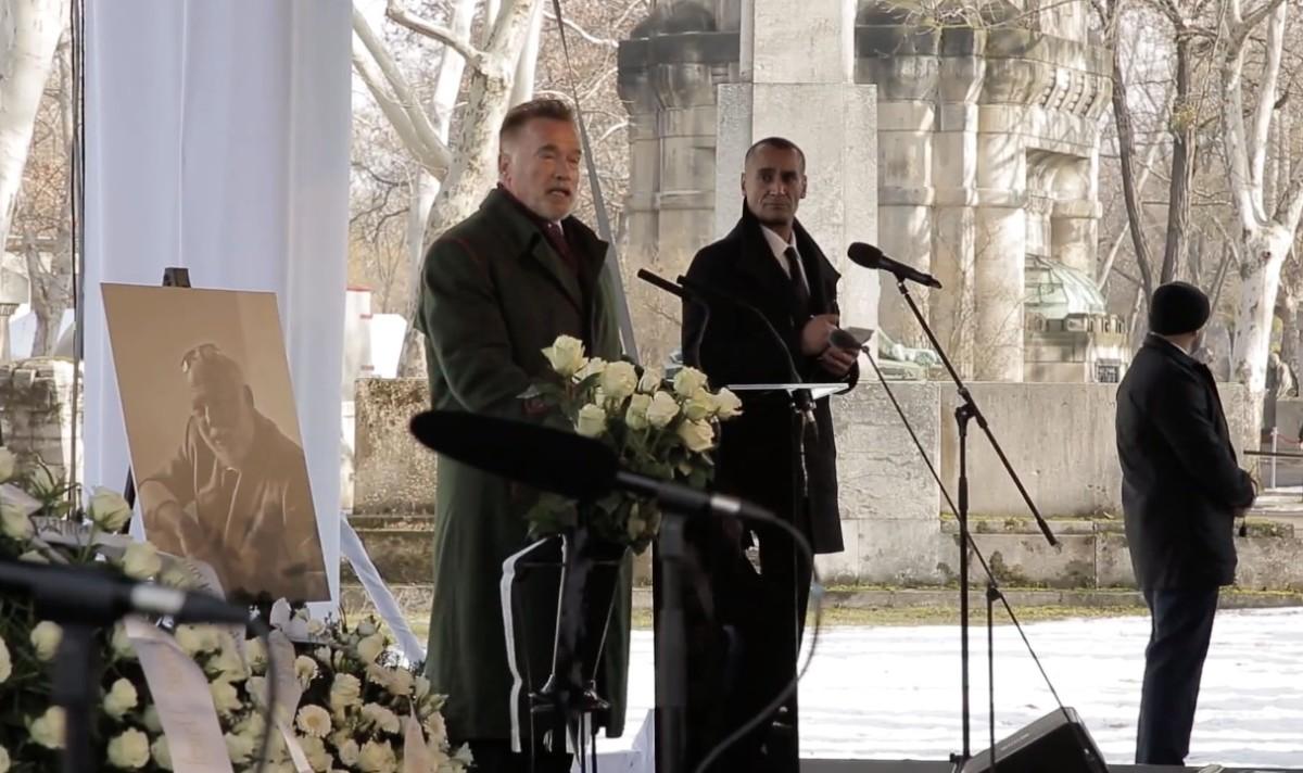 Schwarzenegger megnevettette a gyászolókat Andy Vajna temetésén – videó a szertartásról