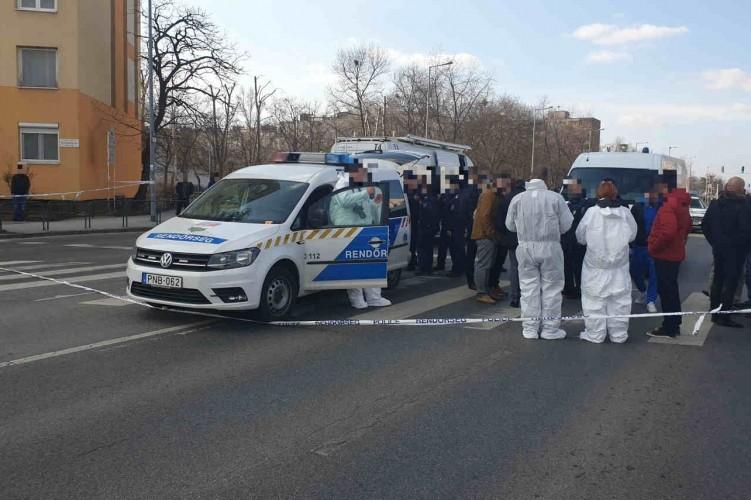 Rendőrök helyszínelnek a XIV. kerületi Szentmihályi út és Nyírpalota út kereszteződésénél 2019. február 15-én, miután a helyszínen elfogták azt a férfit, aki az ítélethirdetést követően megszökött a Fővárosi Törvényszék egyik tárgyalóterméből.