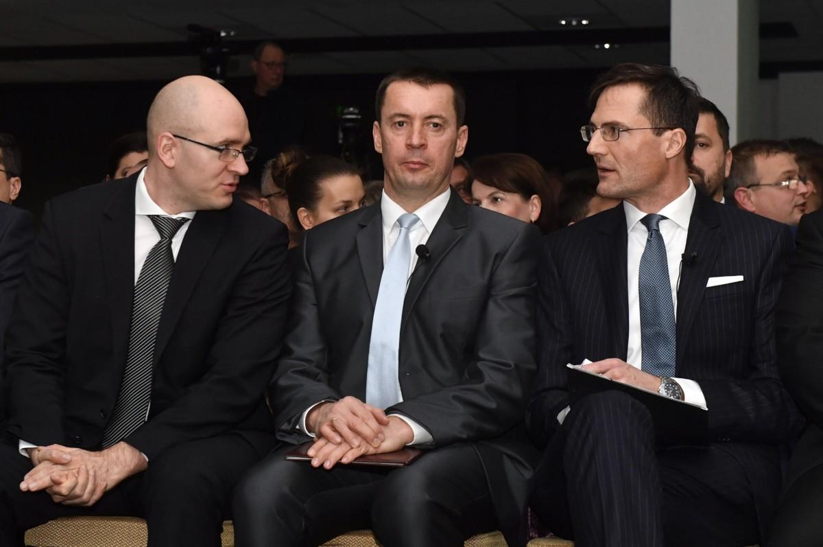 Sneider Tamás pártelnök (k), Gyöngyösi Márton elnökhelyettes, frakcióvezető (j) és Z. Kárpát Dániel országgyűlési képviselő a Jobbik évadnyitó rendezvényén a budapesti Dürer Kertben 2019. február 2-án.