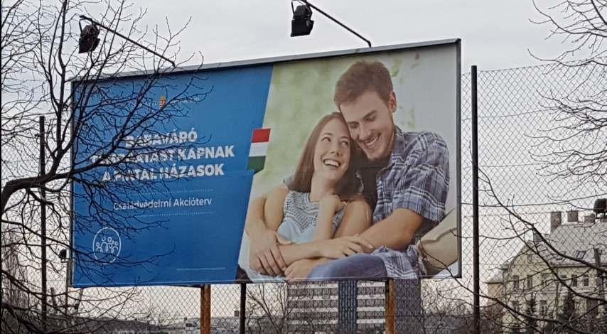 Az új, családvédelmi plakátok egyike.