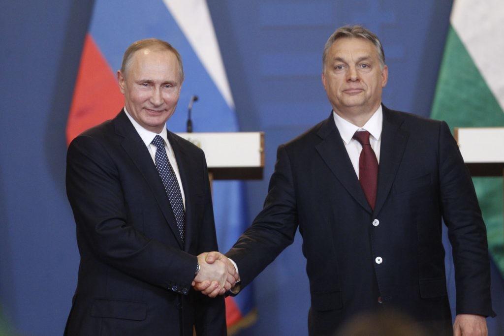 Orbán Viktor miniszterelnök (j) és Vlagyimir Putyin orosz elnök sajtótájékoztatót tart tárgyalásuk után a Parlament Vadásztermében 2017. február 2-án.