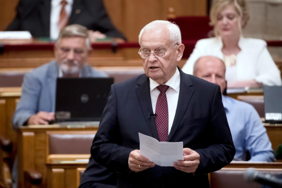 Harrach Péter, a KDNP frakcióvezetője napirend előtt felszólal az Országgyűlés plenáris ülésén 2018. június 11-én.