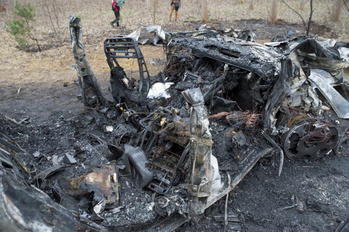 Kiégett személygépkocsik, miután frontálisan ütköztek a 81-es úton, Mezőörsnél 2019. március 10-én.