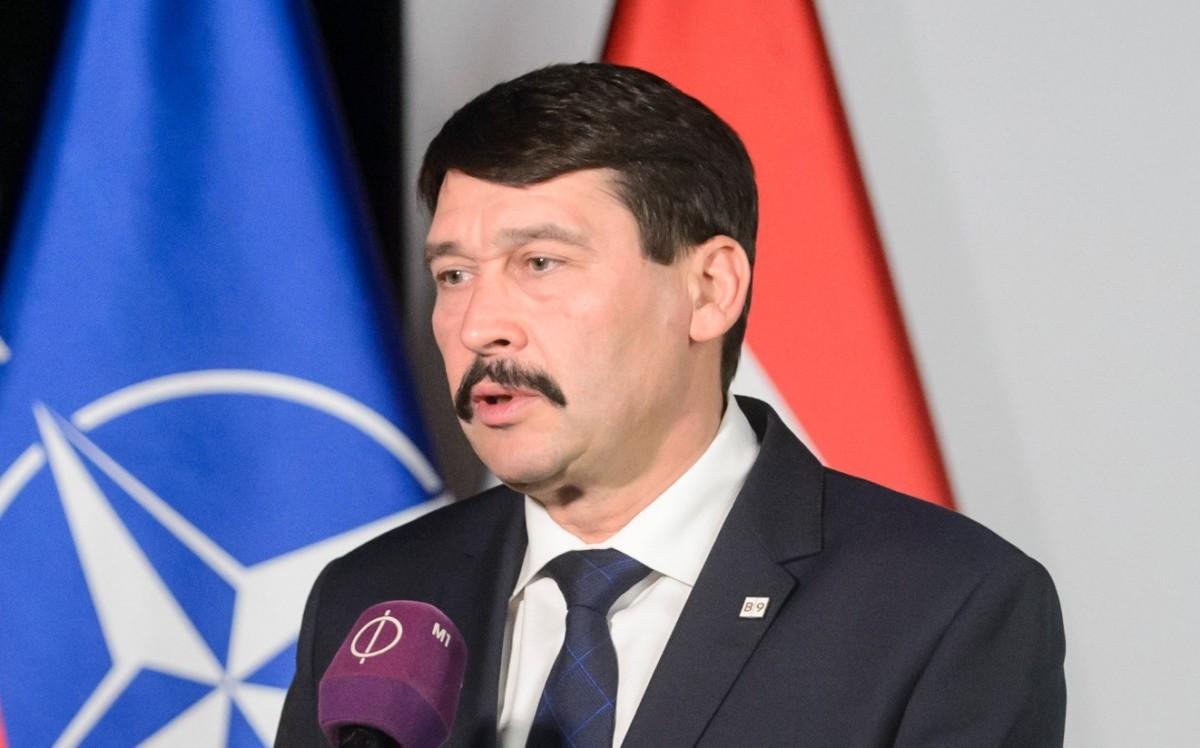 Áder János köztársasági elnök interjút ad a bukaresti kilencek államfőinek kassai találkozója után 2019. február 28-án.